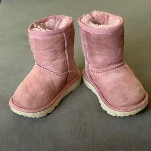 Toddler used ugg boots size 6
